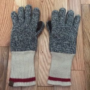 Roots Canada women's gloves